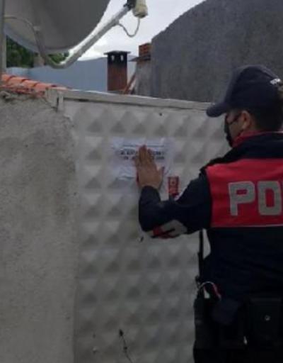 Koronavirüs vakaları olan evlere 'ziyarete kapalı' yazısı