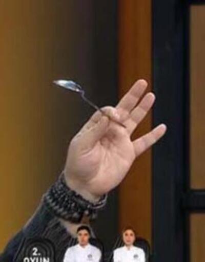 MasterChef'te geri sayım...Mehmet Şef kaşık fırlattı