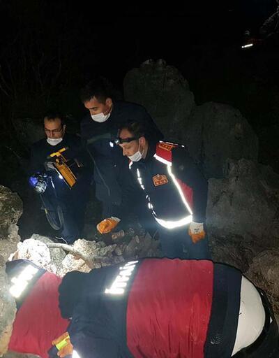 Kayıp çobanın cansız bedeni kayanın altında bulundu