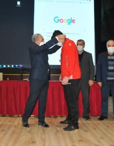 Akşehir Belediyesinden başarılı sporculara altın