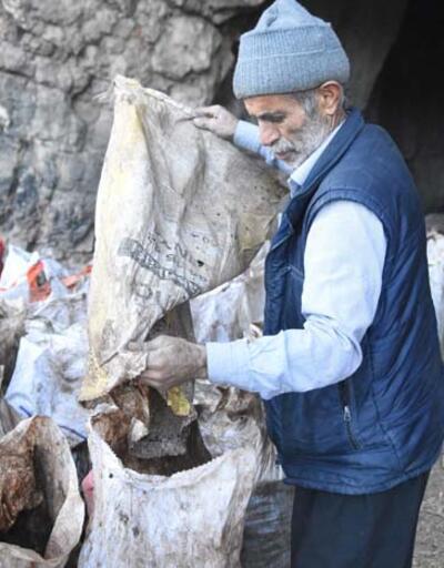 Bölgede bu işi yapan tek kişi! Mağaradan çıkartıp torbasını 350 TL'den satıyor