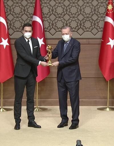 2019 yılı Medya Oscar ödülleri! Ahmet Hakan ödülünü Cumhurbaşkanı Erdoğan'dan aldı