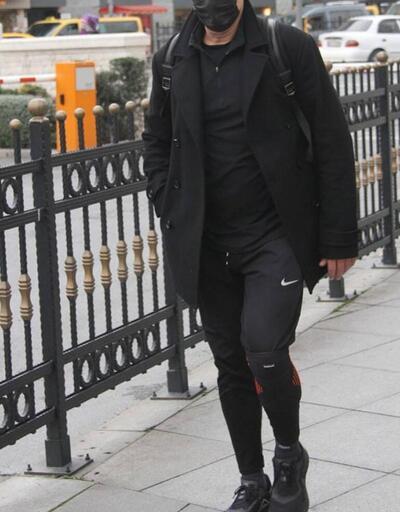 Mehmet Aslantuğ şık giyimiyle dikkat çekti