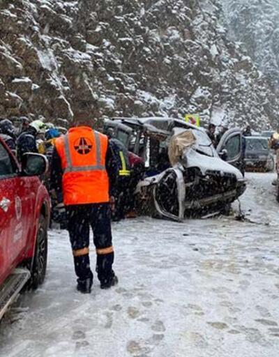 Otobüsle araç çarpıştı: Ölüler ve yaralılar var