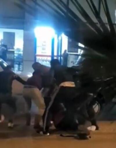 Kaza sonrası tartıştıkları motosiklet sürücüsünü dövdüler
