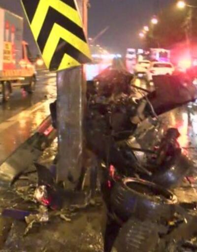 Hız yapan araç bariyerlere çarptı | Video