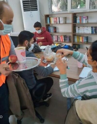 Seyhan'da öğrenciler bilgileniyor, ikramlar eksik olmuyor
