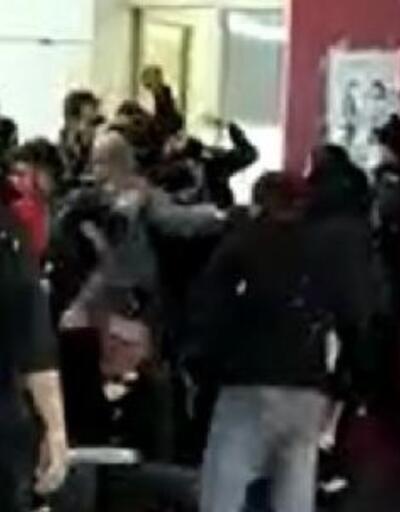 Hasta yakınları güvenlik görevlilerine saldırdı! O anlar kamerada!