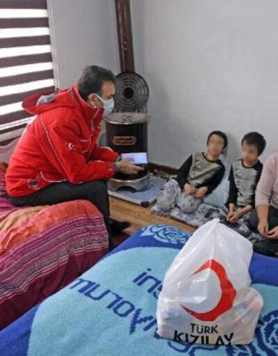 Muğla'da 4 çocuğuyla güç şartlarda yaşayan İngiliz kadın ve 4 çocuğuna Kızılay'dan yardım eli