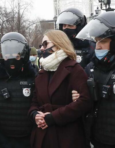 Rusya'da binlerce kişi, Navalny'ın tutuklanmasını protesto etmek için sokağa çıktı
