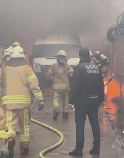 Minibüsteki patlamalar paniğe neden oldu