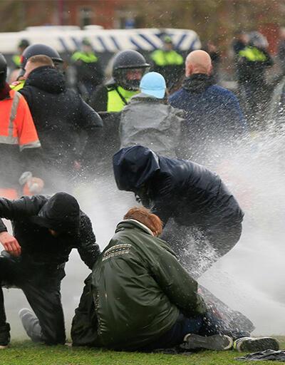 Hollanda'da sokaklar karıştı