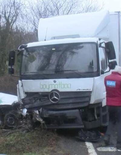 Otomobil ile kamyon çarpıştı