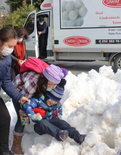 Bodrum'a kamyonlarla kar taşındı
