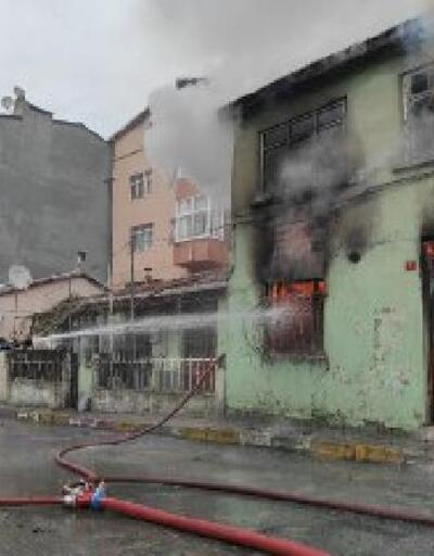 Beyoğlu'nda 2 katlı binada yangın çıktı