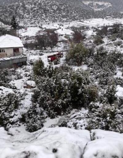 Döşemealtı'nda kar etkili oldu