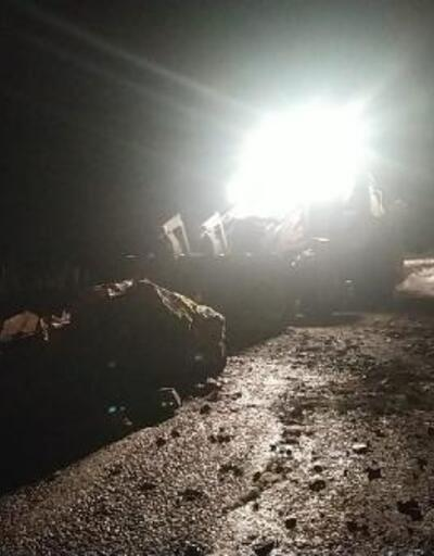 Feke'de karlı yollar açıldı, kaya parçaları temizlendi