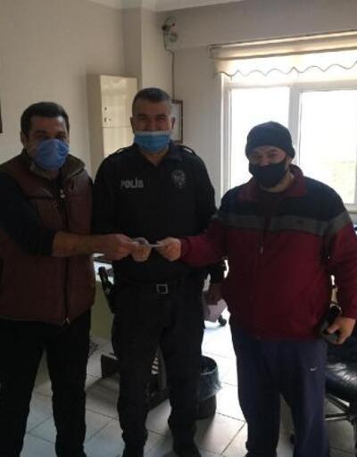 Yerde bulduğu parayı polis merkezine teslim etti
