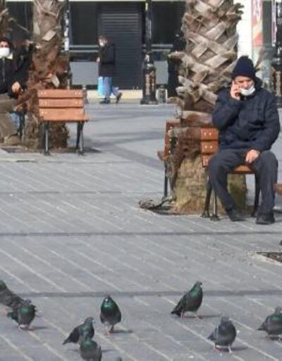 Gaziosmanpaşa'da kısıtlamaya rağmen dikkat çeken kalabalık