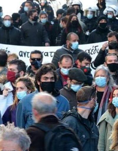 Komşuda sokaklar yine karıştı! 'Maskeye hayır'