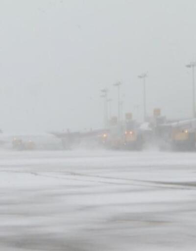Başkentte kar trafiği kilitledi. Esenboğa'da kar önlemi alındı