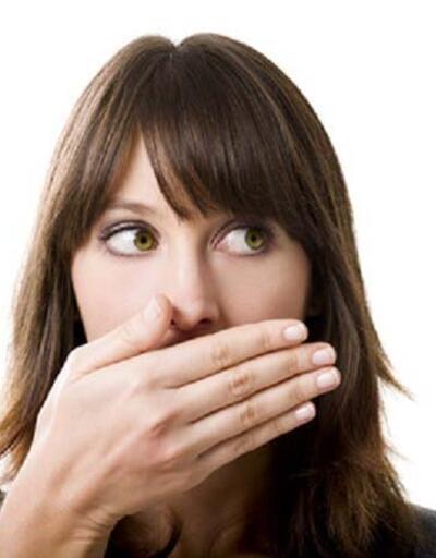 Geçmeyen ağız kokusunun nedeni bu olabilir!
