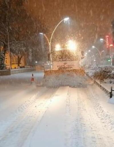 Karadeniz'de 740 köy yolu kardan kapandı