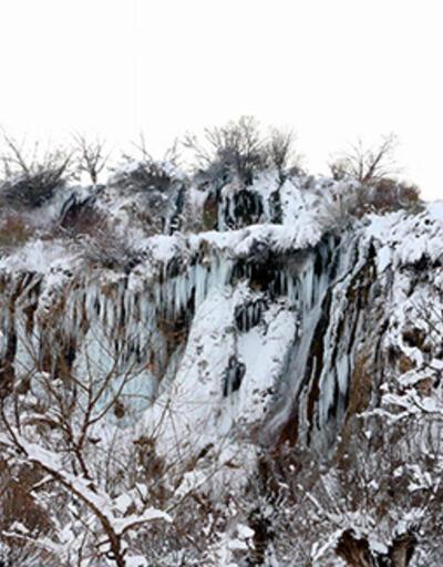 Girlevik Şelalesi, buz tuttu