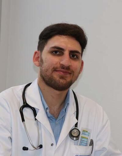 Erzurumlu genç doktor Fransa'da babasının onardığı hastanede hayat kurtarıyor