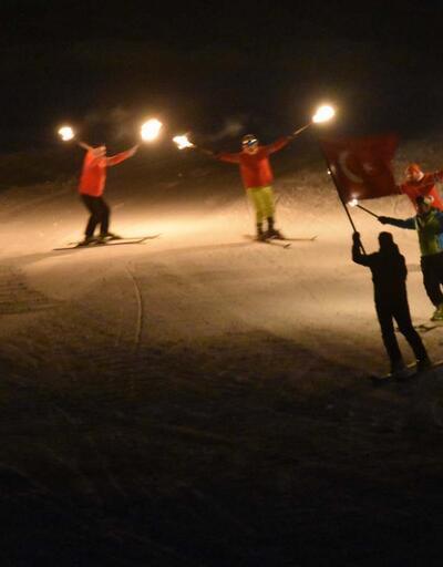 Eksi 20 derecede 'meşaleli' kayak gösterisi