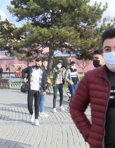 Turistler Sultanahmet Meydanı'na akın etti