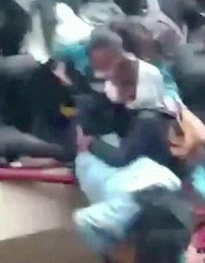 Korkuluk yıkılınca öğrenciler zemine çakıldı
