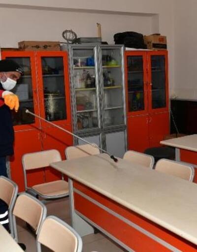 Çiğli'de okulların dezenfekte çalışamaları devam ediyor