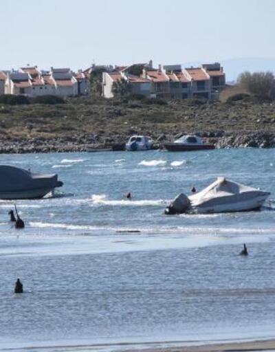 Çeşme'de deniz çekildi tekneler karaya oturdu