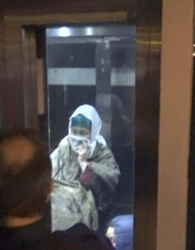 Metrobüs asansöründe kaldılar