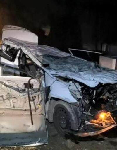 İnşaat alanına devrilen otomobildeki 2 kişi öldü