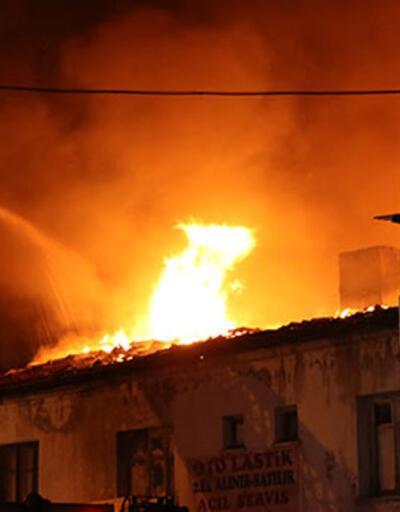 Kayseri'de yangın! Alevler geceyi aydınlattı