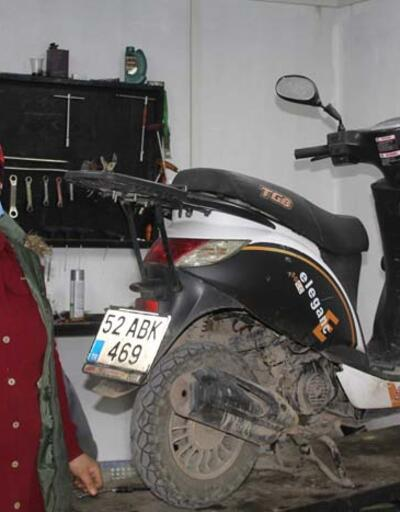 Eşine yardım için başladığı motosiklet tamirciliğinde usta oldu