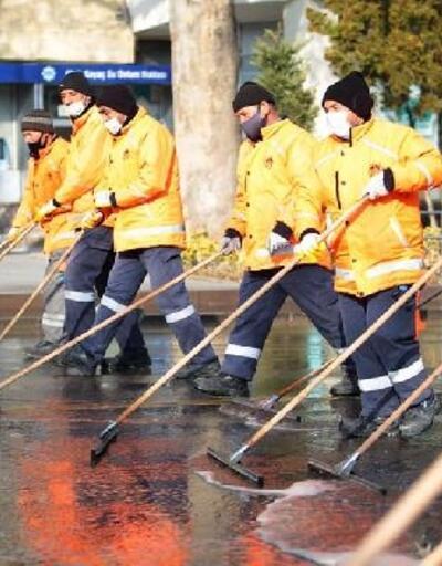 Aksaray'da cadde ve sokaklar dezenfekte edildi