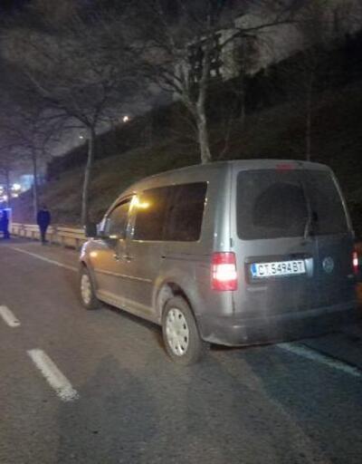 """""""Polisiz"""" diyerek önünü kestikleri aracın sürücüsünün 4 bin 500 dolarını çaldılar"""