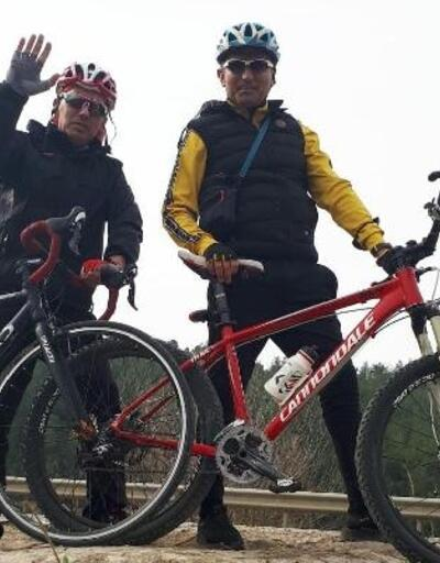Adanalı öğretmenler evlerinden 25 kilometre uzaklıktaki okula bisikletle gidip geliyor