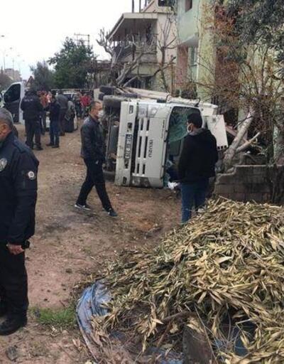 Devrilen kamyonetin sürücüsü yaralandı