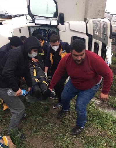 Pehlivanköy'de hafriyat kamyonu devrildi: 1 yaralı