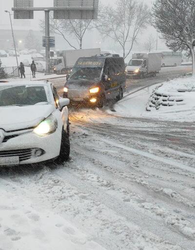 İstanbul'da sabah saatlerinde kar yağışı etkili oluyor