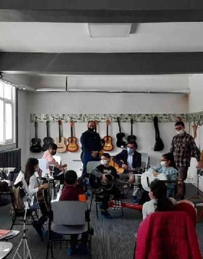 İmranlı Kaymakamı Çamkerten'den kurslara ziyaret