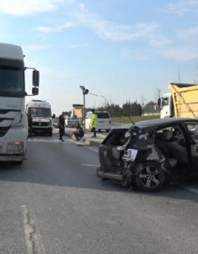 Hafriyat kamyonuna arkadan çarptı; otomobildeki kişi arka camdan yola fırladı