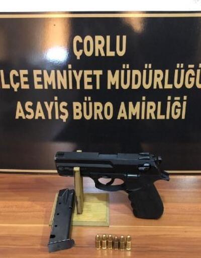 Polis, araç paspasının altında tabanca buldu