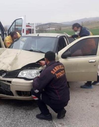 Sandıklı'da kaza: 5 yaralı