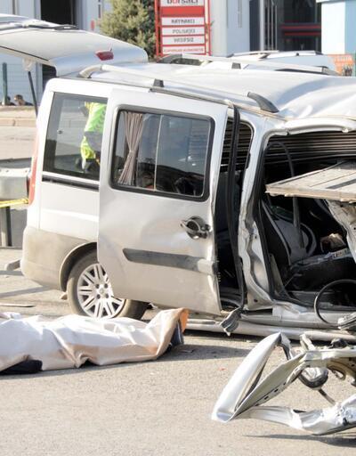 Korkunç kaza! Demir yüklü kamyona çarptı: 2 ölü