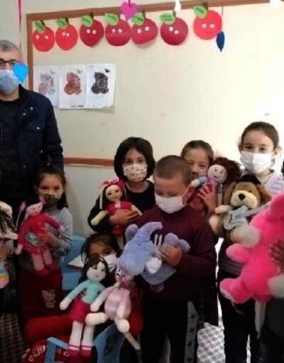 Kursta ürettikleri oyuncaklarla çocukları sevindirdiler